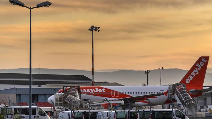 Passagiere von Easyjet haben im Winterhalbjahr im Schnitt weniger für ihre Tickets ausgegeben. (Archivbild)