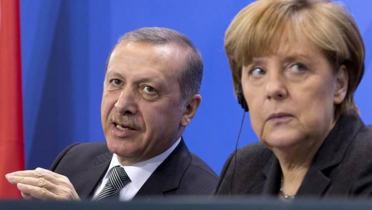 Die Stimmung dürfte sich nun noch mehr eintrüben zwischen dem türkischen Präsidenten Erdogan und der deutschen Kanzlerin Merkel. (in einer Aufnahme vom Februar 2014 in Berlin)