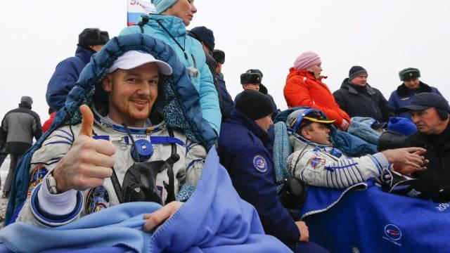 Der deutsche Astronaut Alexander Gerst nach der Landung
