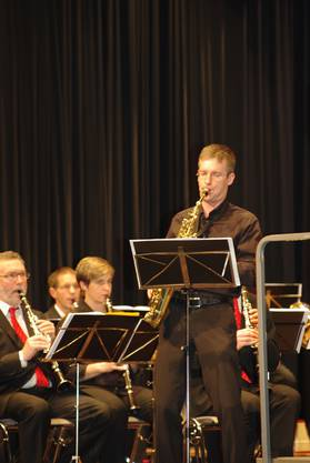 Solist Adrian Mülhauser auf dem Saxophon