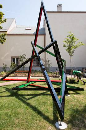 Eva Rothschild, This ands This and This, 2013. Galerie Eva Presenhuber; Stuart Shave/Modern Art.
