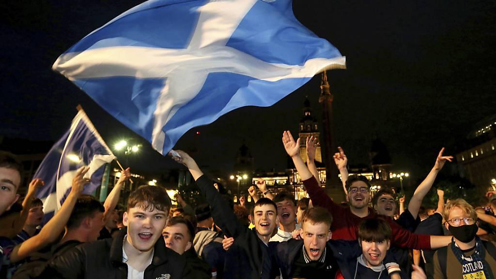 Die schottischen Fans hoffen nach dem Punkt gegen England auf einen weiteren Exploit