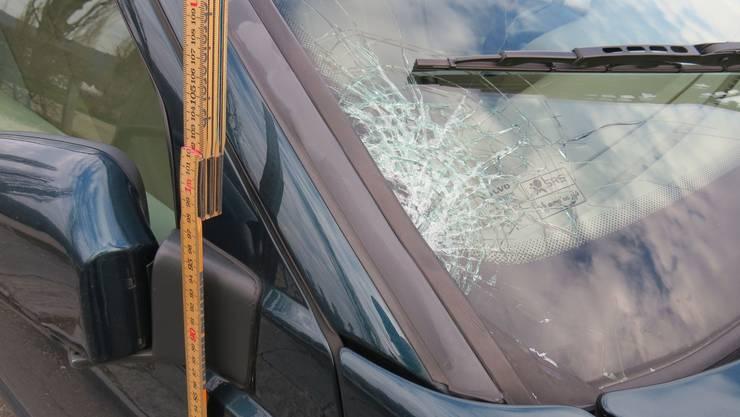 Die Kantonspolizei nahm dem Fahrer des Volvo den Führerausweis ab.