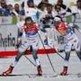 Mit Vorsprung in die letzte Ablösung und im Zielsprint souverän: Schwedens Charlotte Kalle (re.) schickt Teamkollegin Stina Nilsson auf die letzte Runde