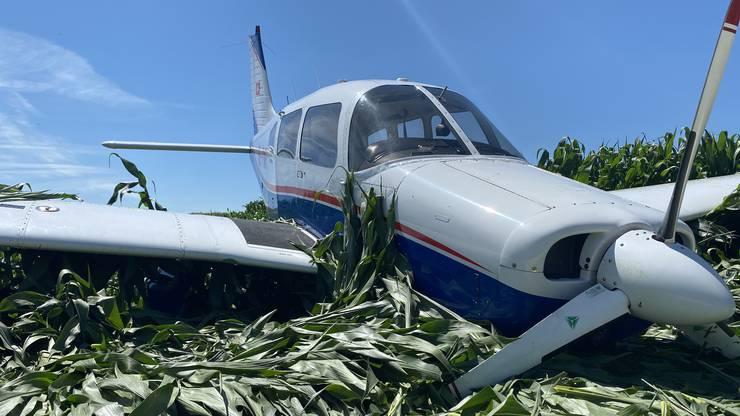 Der Pilot entschied sich daher in Reitnau eine Notlandung zu absolvieren.