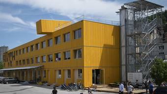 """Blick auf den """"Lattich""""-Bau, eine Holzkonstruktion aus 45 Modulen: Das temporäre Quartier befindet sich im Areal beim Güterbahnhof in St. Gallen und soll zu einem Brennpunkt der Kreativwirtschaft werden."""