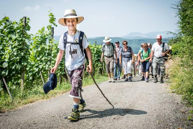 Der 9-jährige Joel Liaudet aus Schinznach Dorf führt die Wandergruppe an