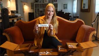 Im Nähkästchen der «Schweiz am Wochenende» verstecken sich verschiedene Begriffe. Sängerin Iris Bösiger alias Ira May hat «Träume» gezogen.