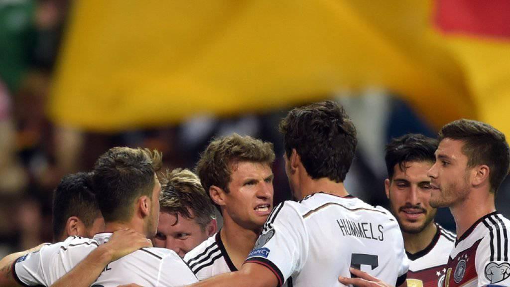 Dank zwei Toren von Mario Götze mit 3:1-Heimsieg gegen Polen: Weltmeister Deutschland