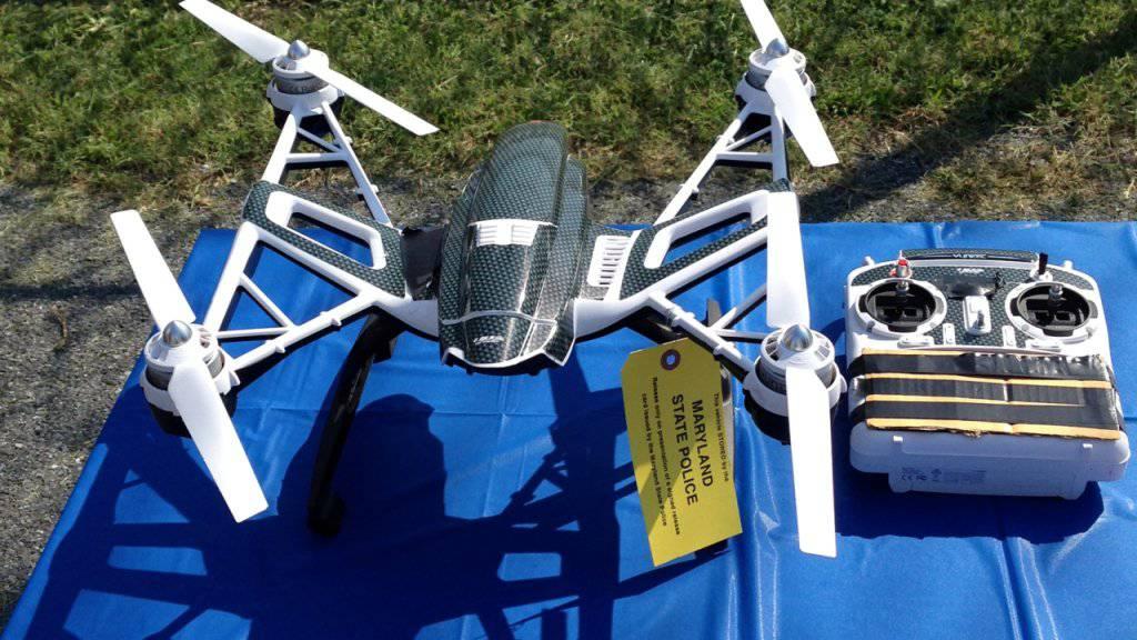 Mit dieser Drohne wollten zwei Männer einem Komplizen in einem Gefängnis im US-Bundesstaat Maryland Drogen und Pornos liefern.