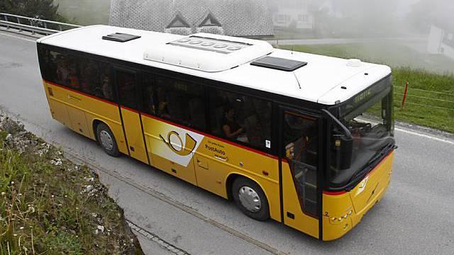 Mehr Postauto-Linien in der Schweiz (Archiv)