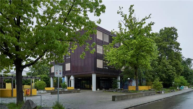 Die Schulanlage Moosmatt wie auch die Zentrumsanlage Spitzacker sollen ins Inventar der kantonalen Denkmalpflege aufgenommen werden.