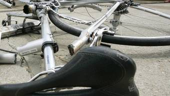 Radfahrerin verunfallt. (Archiv)
