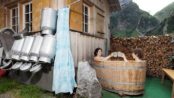 Appenzeller setzen beim Heilen auf Natur: Ein Molkebad auf der Alp Seealp Boden zum Beispiel