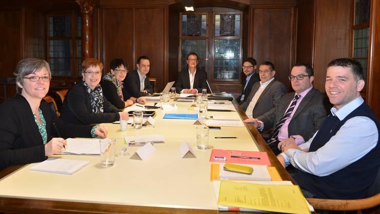 Machen die Badener Stadträte den Weg frei für Neuwahlen im Herbst? Das Foto entstand Anfang 2014 an der ersten Sitzung des neu besetzten Stadtrats. (Archiv)