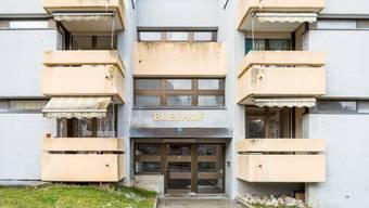 Das 45 Jahre alte Gebäude bietet heute 18 Kleinwohnungen. Nach Vollendung der geplanten Sanierung werden es noch neun sein.
