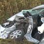 Heute Morgen kam es in Schnottwil zu einem schweren Verkehrsunfall zwischen einem LKW und einem Personenfahrzeug. Der LKW-Fahrer blieb unverletzt, jedoch zogen sich die beiden Personen im Auto schwere Verletzungen zu. Sie mussten mit der Rega in den Spital gebracht werden.