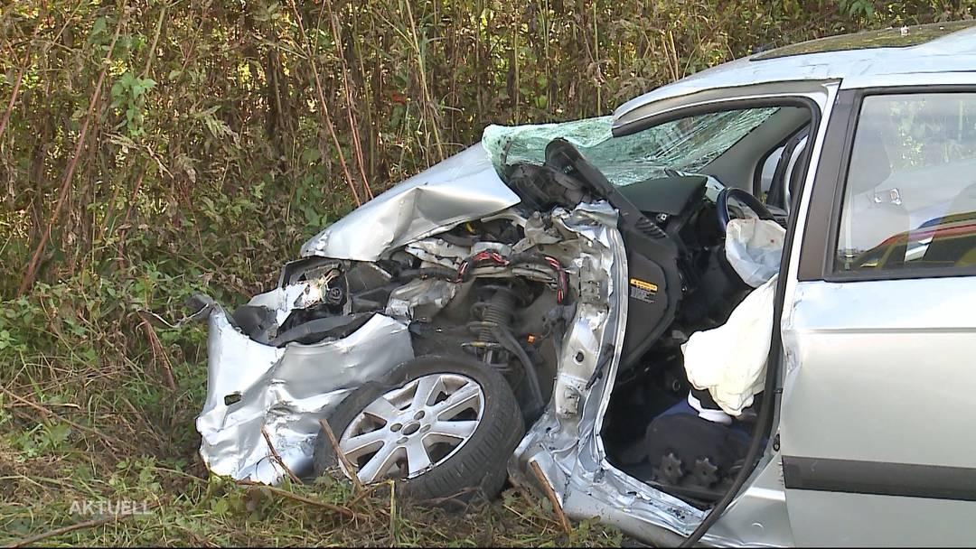 Schwerer Unfall in Schnottwil: Ein LKW kollidiert mit einem Personenwagen