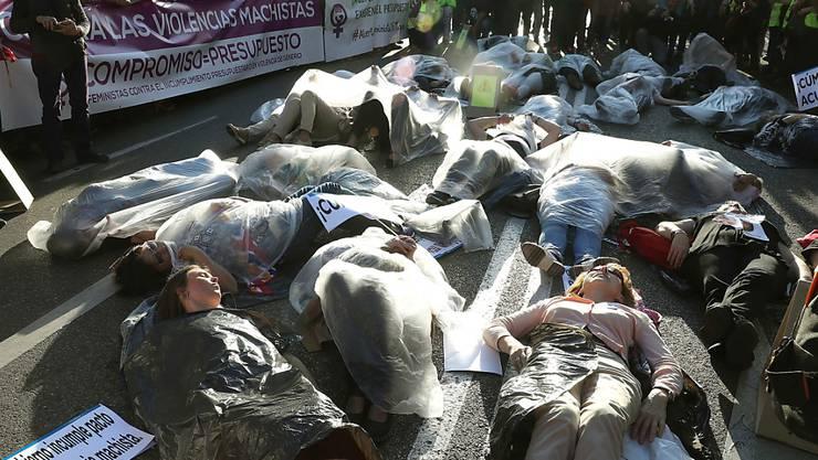Protestaktion in Madrid gegen Gewalt an Frauen.