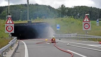 Car brennt auf Zürcher Westumfahrung
