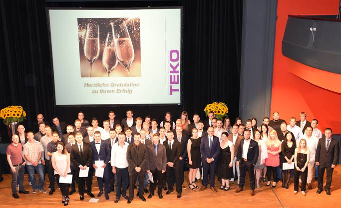 Bis auf einen nahmen alle 108 Absolventinnen und Absolventen von sechs Studiengängen der TEKO Olten ihre Diplome im Stadttheater persönlich entgegen.