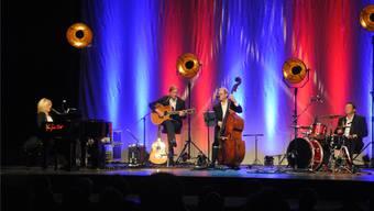 Marie Louise Werth mit zwei von ihren drei Mitmusikern.