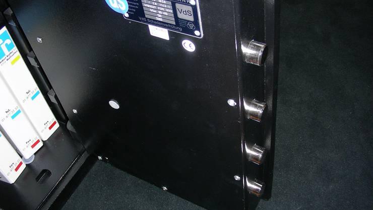 In Kestenholz/SO wurde ein Tresor aus einem Industriegebäude entwendet.