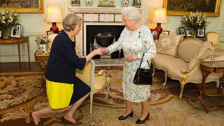 Die neue britische Premierministerin Theresa May bei der Queen im Buckingham-Palast.