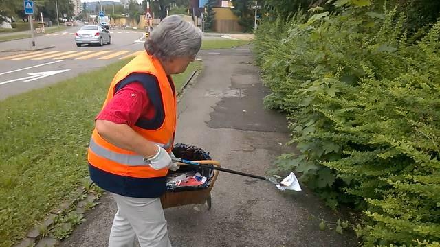 Müll sammeln mit Beatrice Rätz.