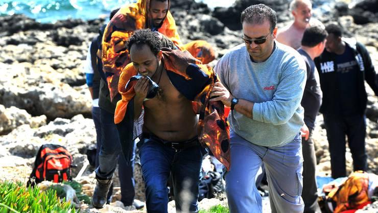 Weitere 93 Personen wurden demnach aus dem Wasser gerettet, 30 von ihnen kamen ins Spital.