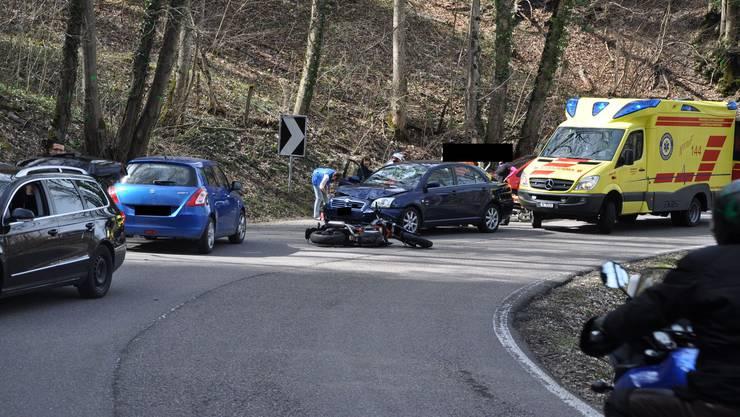Die Motoradlenkerin hat sich bei dem Unfall schwer verletzt.