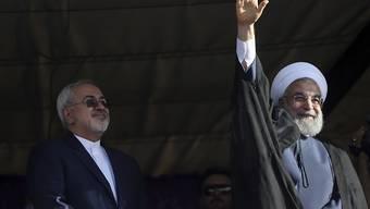 Haben das Visum für einen Besuch bei der Uno in New York erhalten: Irans Präsident Hassan Ruhani (rechts) und sein Aussenminister Mohammed Dschawad Sarif. (Archivbild)