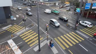 Die Gstühl-Kreuzung: der zukünftige Arbeitsplatz des Blechpolizisten. Spichale/az-Archiv