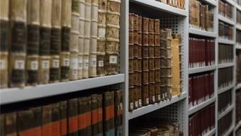 In der Jesuitenbibliothek sind auch Bücher über Sozialwissenschaften, Literaturtheorie und Philosophie zu finden.
