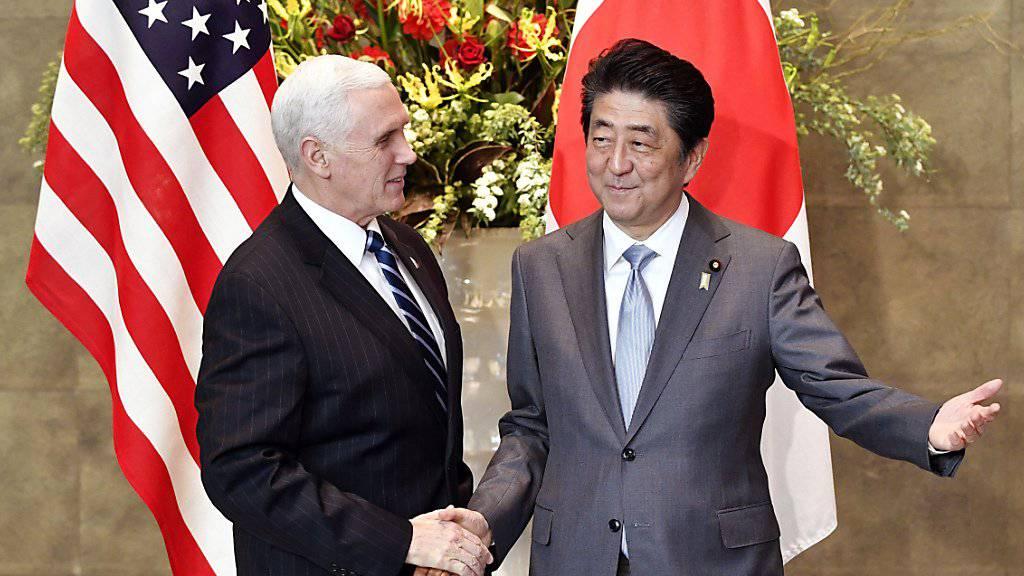 US-Vizepräsident Mike Pence mit dem japanischen Premierminister Shinzo Abe.