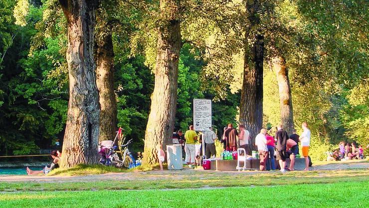 In den beiden Basle gilt jetzt ein Feuerverbot im Wald und an Waldrändern (Symbolbild)