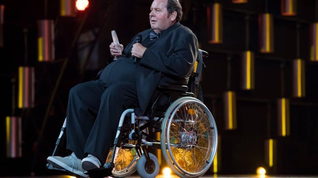 Als Pfarrer im Rollstuhl: Ottfried Fischer zurück im Kino