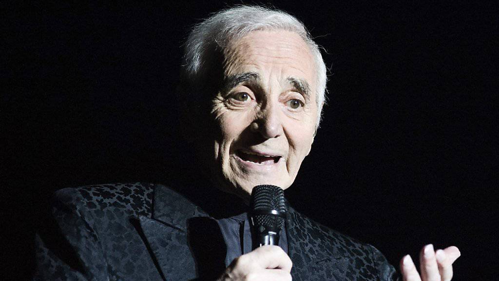 Hollywood ehrt die französische Showlegende Charles Aznavour mit einem Stern.