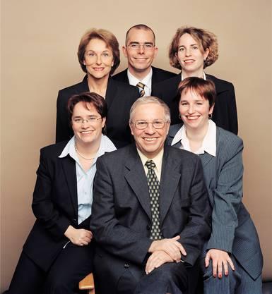Der Familienmensch: Blocher 2002 mit Ehefrau Silvia, Sohn Markus und den Töchtern Miriam (hinten), Magdalena (vorn links) und Rahel. Marc Wetli/13 Photo