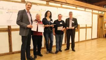 Das Initiativkomitee (v.l.n.r.): Präsident Pascal Leuchtmann (SP), Robert Horber (SP), Songül Viridén (GLP), Henry Jager (GLP) und Andreas Kriesi (GLP).