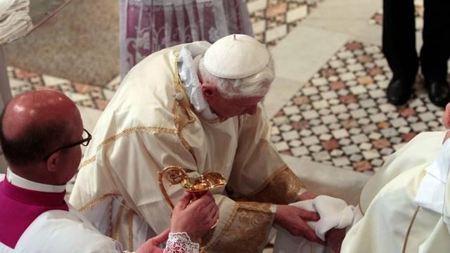 Der Papst während der rituellen Fusswaschung