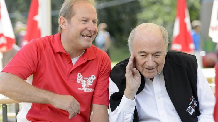 Jean-Paul Brigger und Sepp Blatter (rechts).
