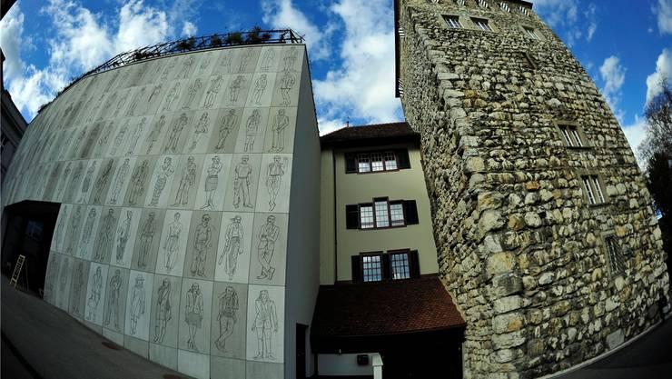 Stadtmuseum Aarau: Links der Neubau, rechts der alte Schlössli-Turm. Ueli Wild
