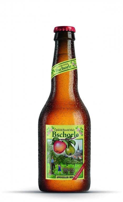 """Das """"Bschorle"""" gibt es erst seit kurzem und besteht aus alkoholfreiem Bier, Äpfeln und Birnen. (© Brauerei Locher AG)"""