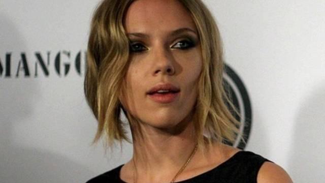 Scarlett Johansson Präsentiert Sich Mit Neuer Frisur