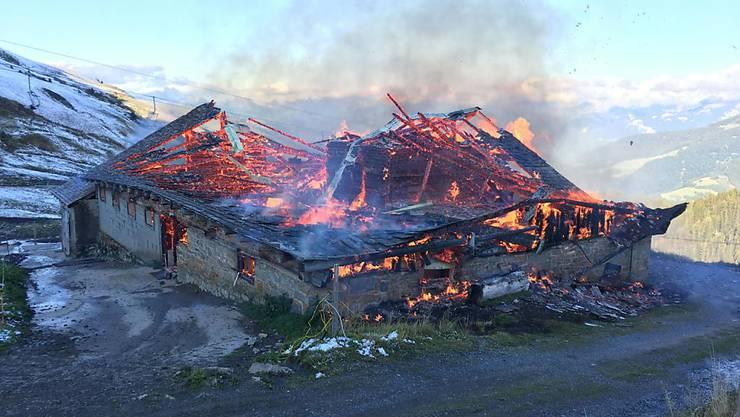 Der 1938 erbaute Stall brannte bis auf die Grundmauern ab.