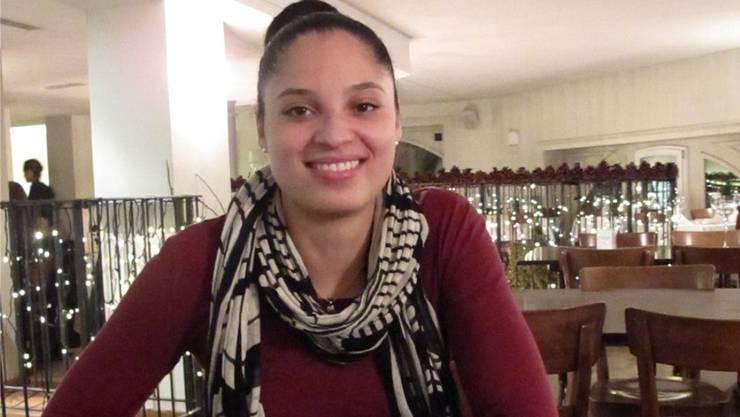 Zwischenstopp im Café: Eva Moldovanyi bringt Basketball, Studium und Familie unter einen Hut.