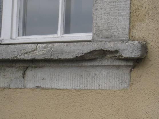 Fenstersims am Stadthaus bröckelt ab