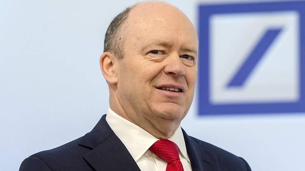 Deutsche Bank-Chef John Cryan gibt ein Signal an die Investoren. Sein Grundgehalt soll 2017 sinken. (Archiv)