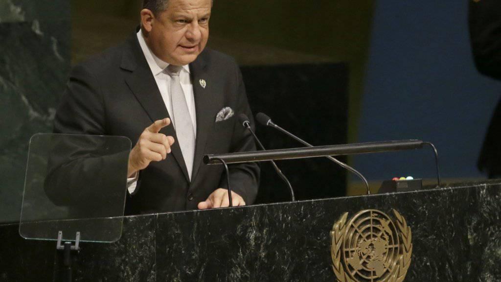 Tierschutzorganisationen werfen ihm vor, den Schutz der Haie aufzuweichen: Costa Ricas Präsident Luis Guillermo Solis. (Archivbild)